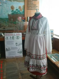 народный костюм, выставленный в музее